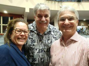 Da esquerda para direita: Telma Luize, Pr. David Hamilton e Pr. Luis Luize